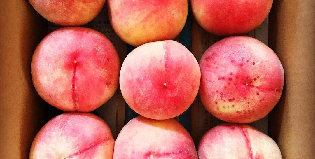 Бархатный персик – нежнейший фрукт с множеством целебных свойств
